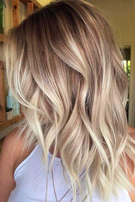 Cieniowane blond włosy