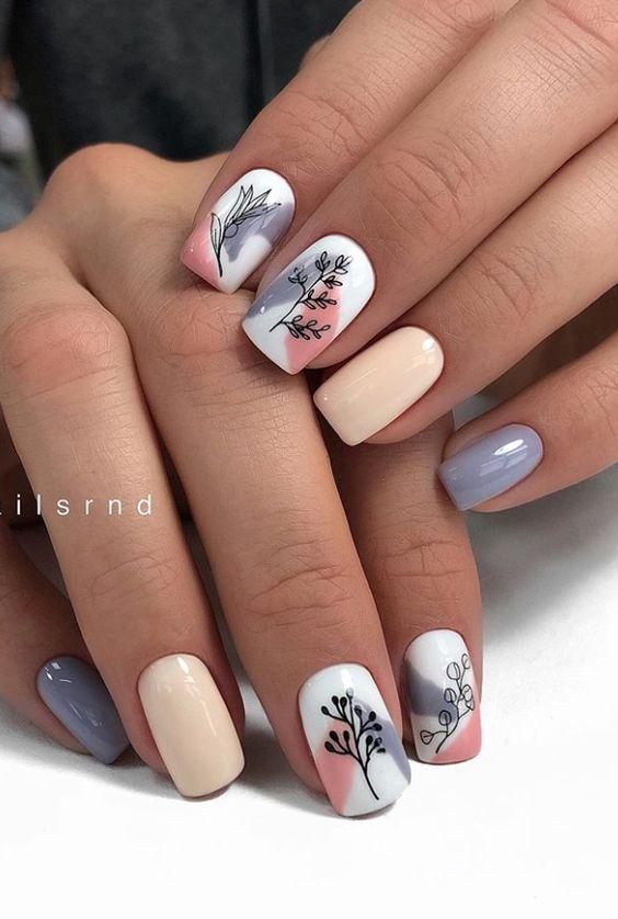 Kolorowe kwadratowe paznokcie