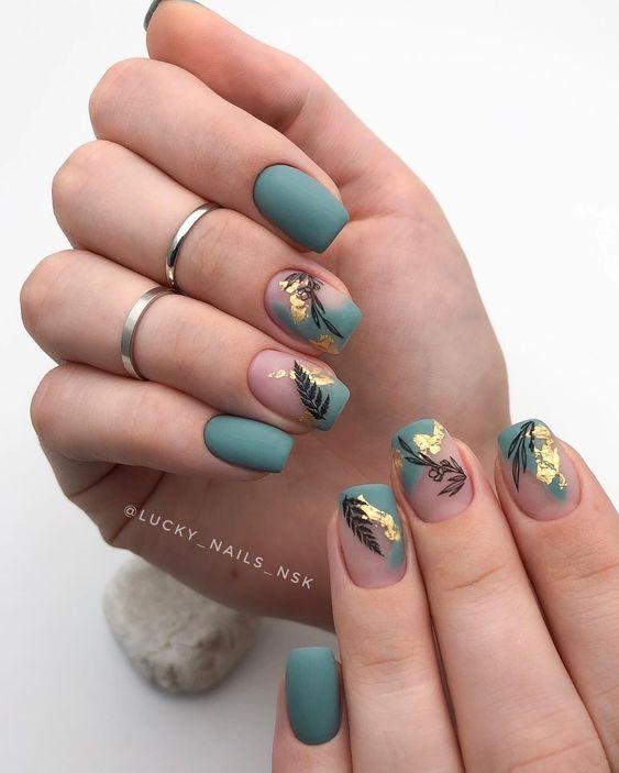 Kwadratowe paznokcie w kolorze zielonym