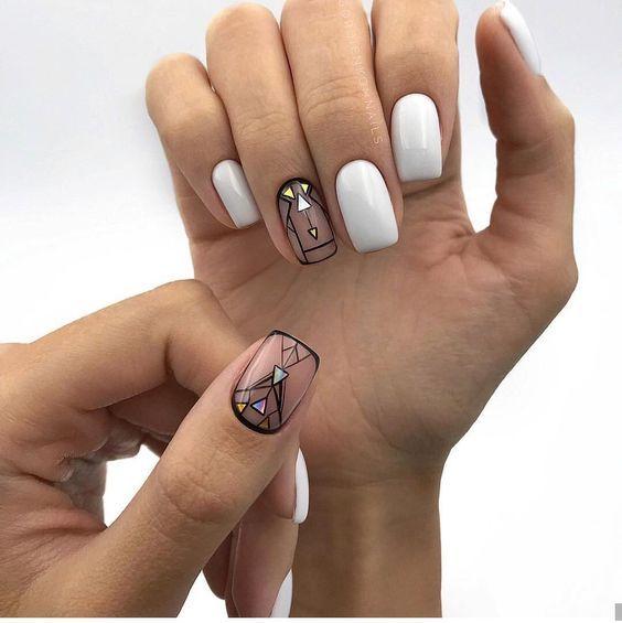 Kwadratowe paznokcie z geometrycznymi wzorkami