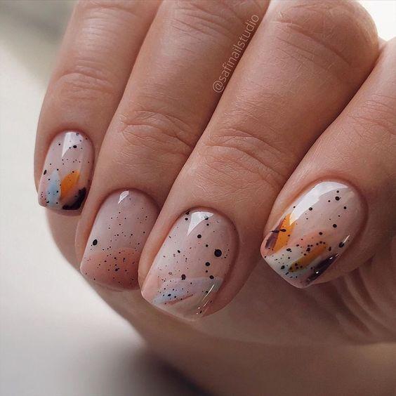 Kwadratowe paznokcie z kropkami