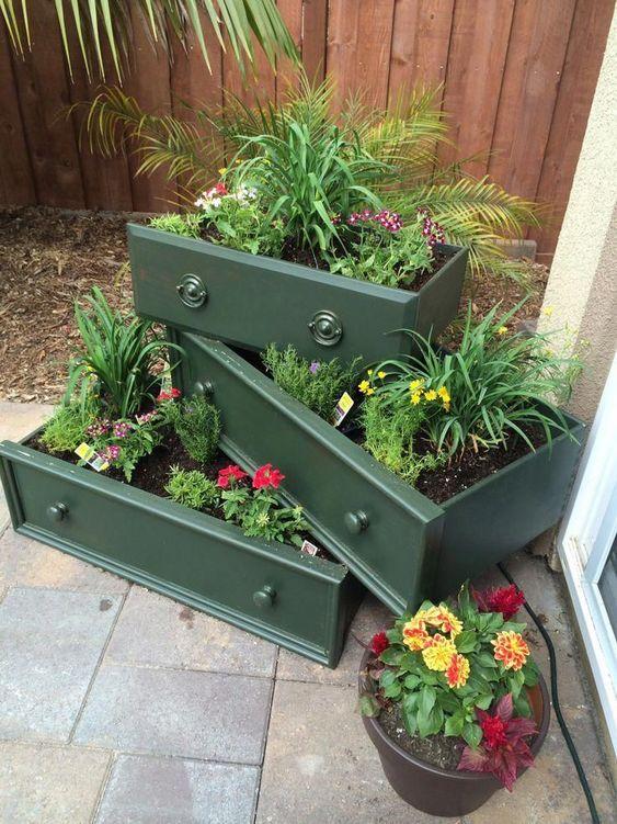 Kwietnik ogrodowy z szuflad